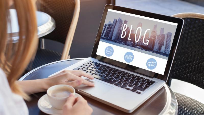 プログラミングとブログどっちか?〜ブログを優先すべき人〜